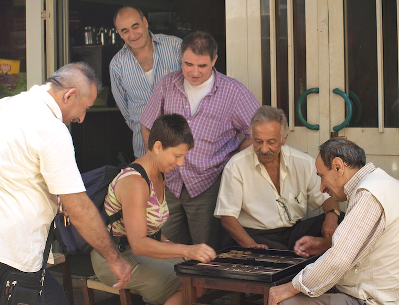 playing-backgammon-Istanbul