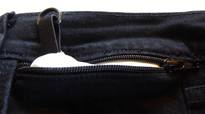 anti-pickpocket-gear-inserted-pocket