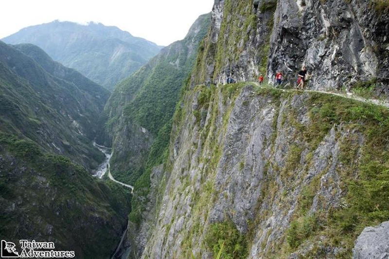 Hiking Taroko's Old Jhuilu Trail