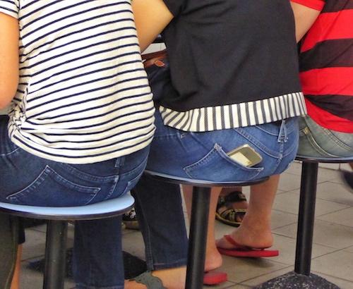 phone-in-back-pocket-pickpocket-target