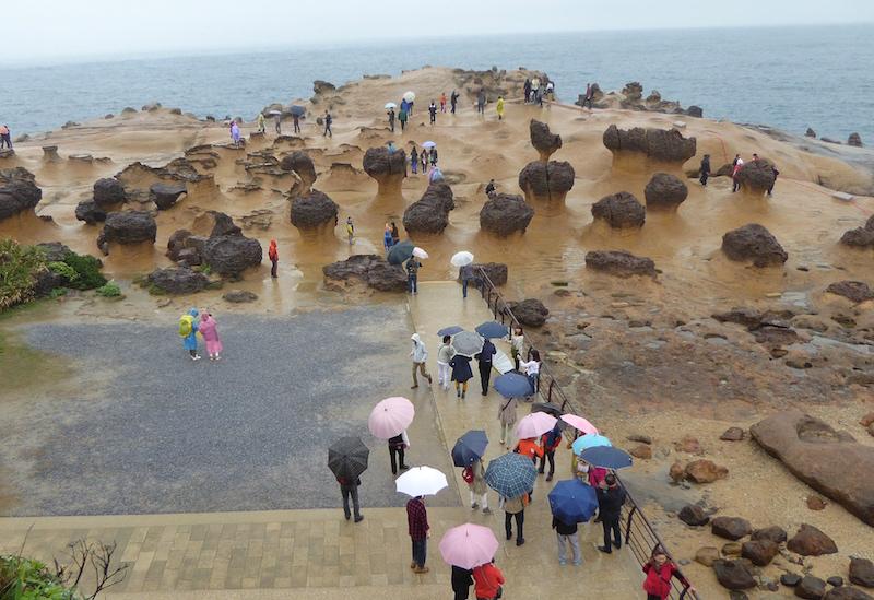Yehliu Geopark – bizarre rocks and succulent seafood