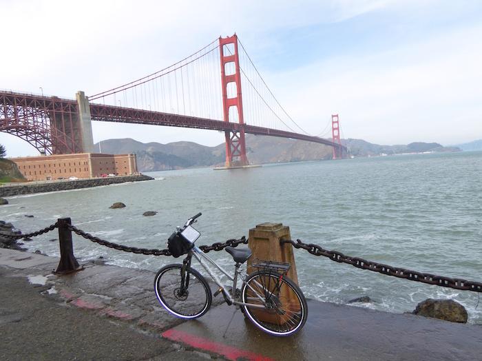 biking-golden-gate-bridge-fort-point