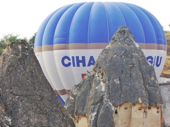balloon-fairy-chimneys-Cappadocia