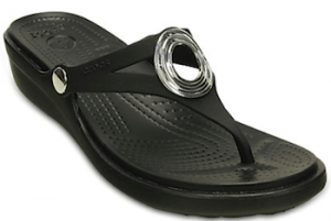 crocs-sanrah-beveled-circle-wedge