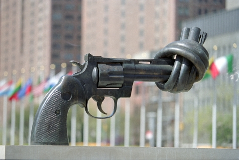 knotted-gun-sculpture-United-Nations