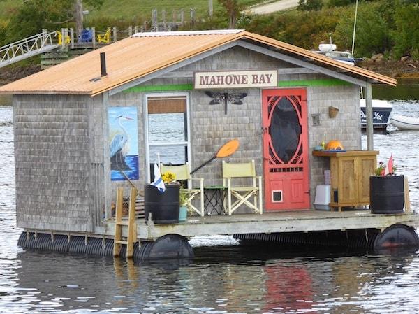Mahone-Bay-houseboat