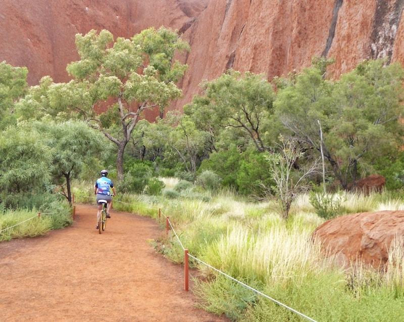 cycling-uluru-bike-path