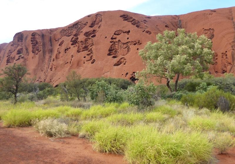 cycling-uluru-erosion