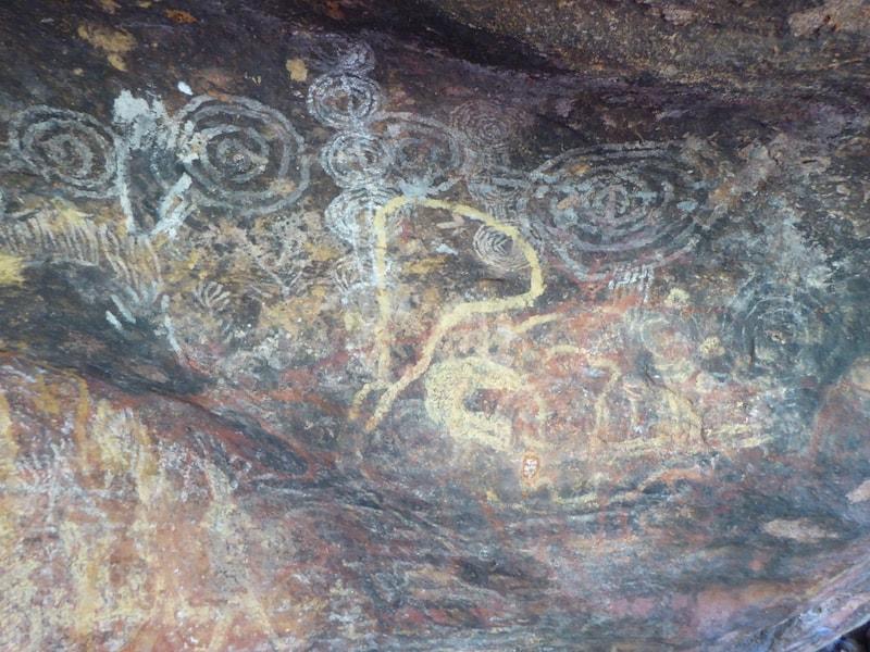 cycling-uluru-rock-art
