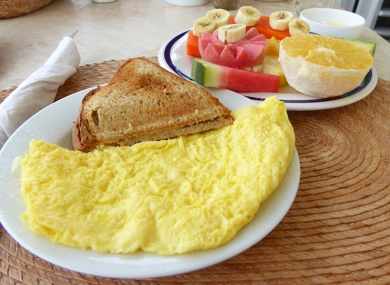recommended-Havana-casa-particular-eggs-fruit-plate